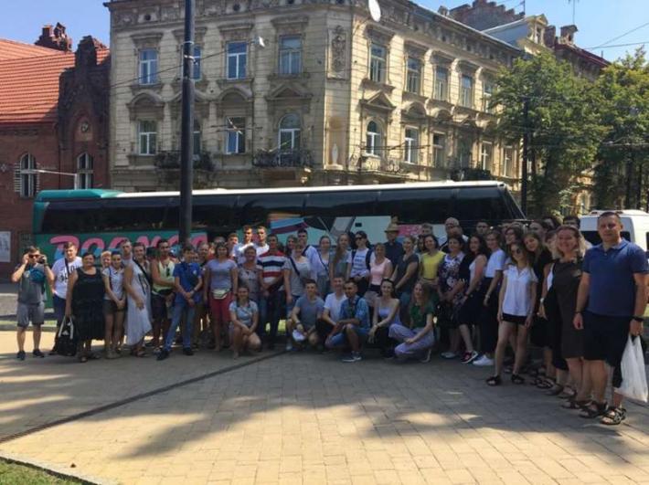 Молоді люди з вадами слуху вирушили зі Львова до Тезе