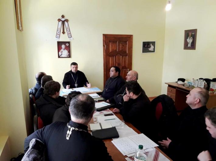 На зборах священиків Чернівецької єпархії говорили про першочергові кроки для розвитку єпархії