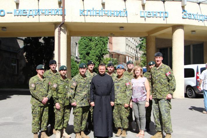 Канадські доброчинці зібрали для потреб українських військових десять тисяч доларів