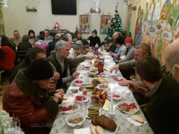 У християнському кафе «Витанія» пройшла Свята вечеря для потребуючих