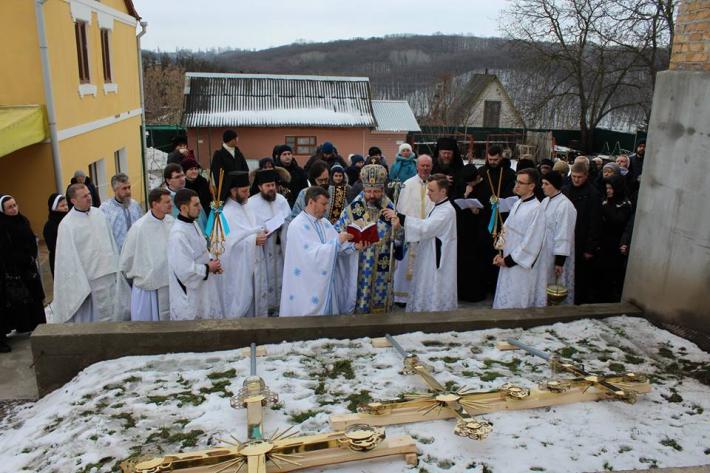 Блаженніший Святослав освятив надбанні хрести для храму монастиря студитів в Обухові