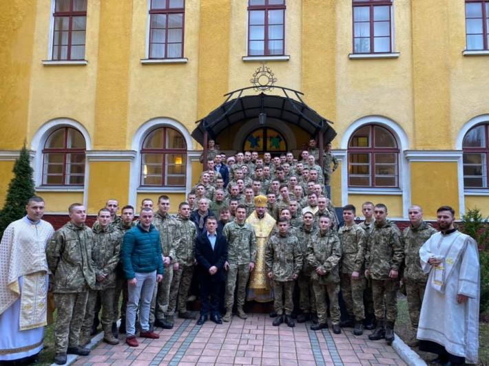 Владика Степан очолив Божественну Літургію для майбутніх офіцерів у військовому храмі Архистратига Михаїла