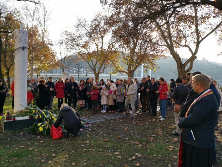 Українці в Угорщині вшанували жертв Голодомору