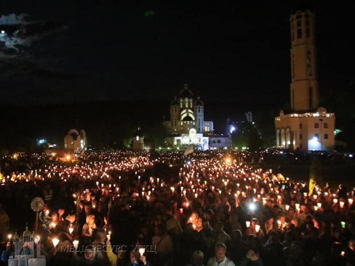 На Загальнонаціональній прощі у Зарваниці відбувся багатотисячний похід зі свічками