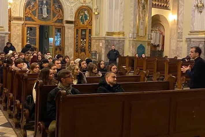 В архикатедрі Тернополя стартував катехитичний проєкт для молоді «Альтернативна п'ятниця»