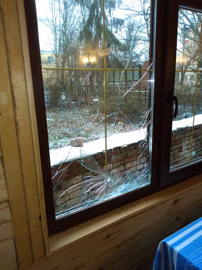 Вандали розбили вікна в каплиці УГКЦ міста Лубни