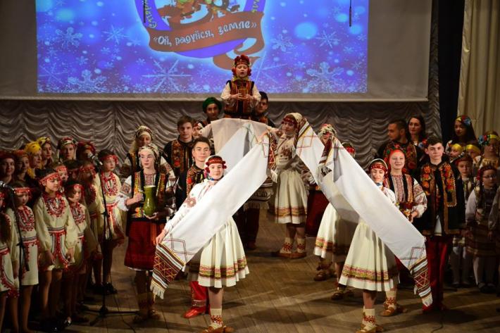 На різдвяному фестивалі в Коломиї зібрали кошти на інвалідні кріcла для дітей з ДЦП