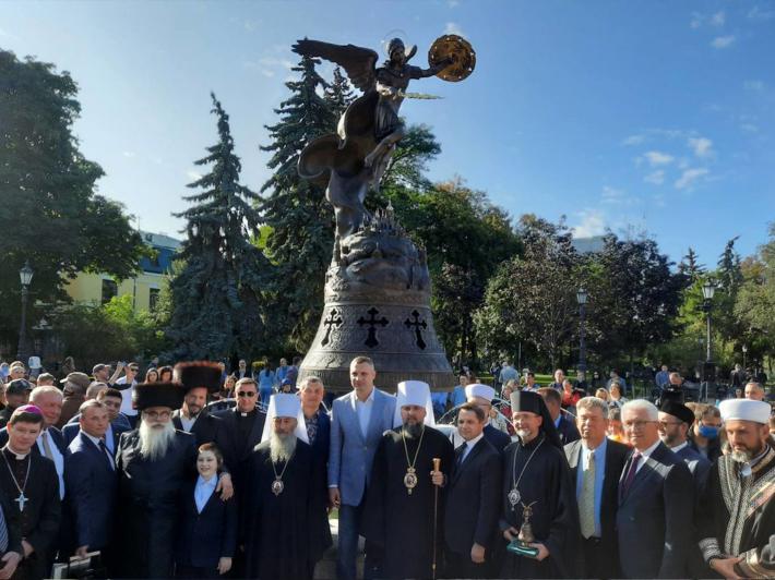 У Києві відкрили фонтан зі скульптурною композицією «Архангел Михаїл — охоронець Києва»