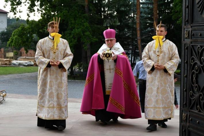 Отці василіани запрошують помолитися перед мощами св. Миколая та Пантелеймона Цілителя
