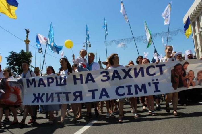 «Зберегти життя!» Києвом пройшла багатотисячна хода за участю владики Дмитра Григорака