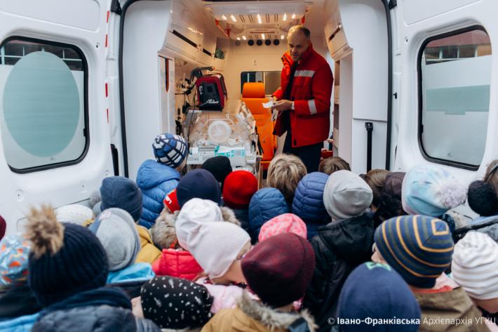 Від дітей – до дітей. Івано-франківські католицькі школярі провели благодійний ярмарок для дитячої реанімації