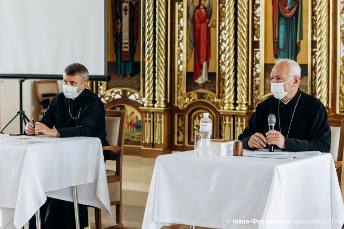 «Сьогодні ми повинні робити конкретні кроки, щоби допомогти постраждалим від паводків», – митрополит Володимир під час екстрених зборів протопресвітерів