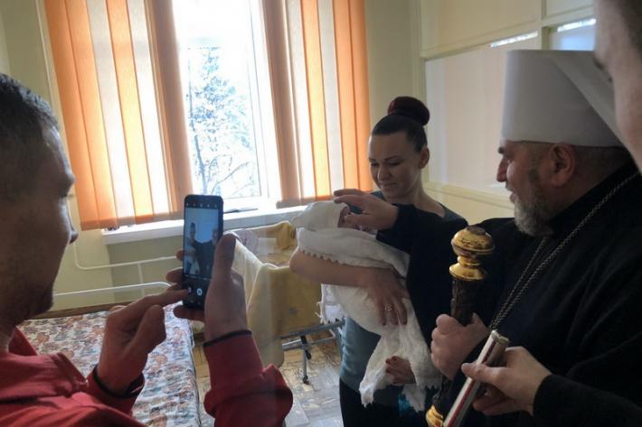 Митрополит Василій провідав на Святвечір хворих дітей Тернопільської лікарні