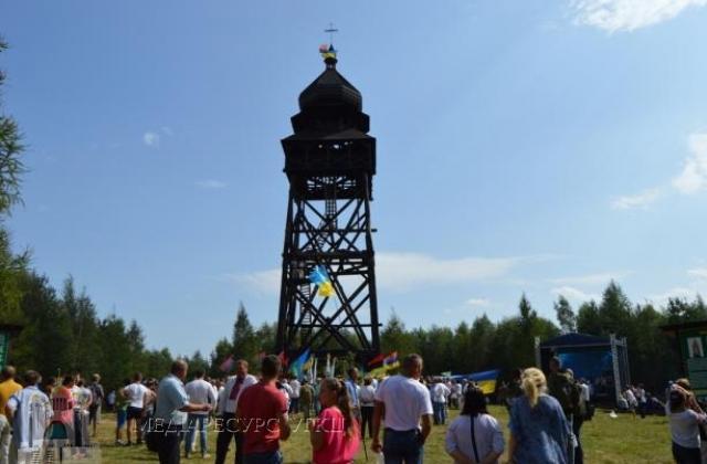 На Львівщині освятили дзвіницю, якій немає аналогів в Україні