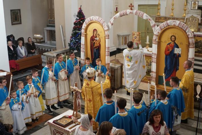 Владика Діонісій в Казерті благословив майже сорок український дітей на участь у Вівтарній та Марійській дружинах