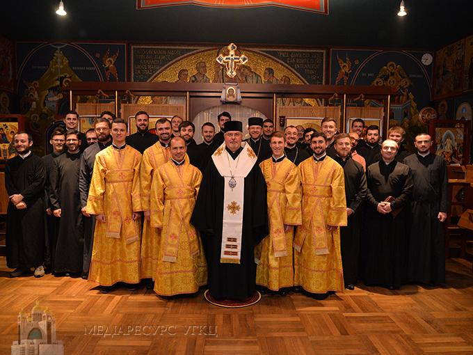 Владика Тарас в Німеччині висвятив п'ятьох семінаристів на піддияконів