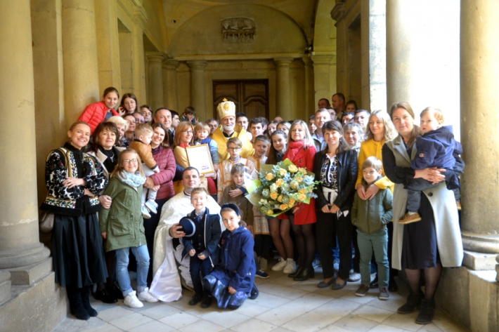 Кілька сотень вірян взяли участь у святкуваннях Дня Анни Ярославни у французькому містечку Санлісі
