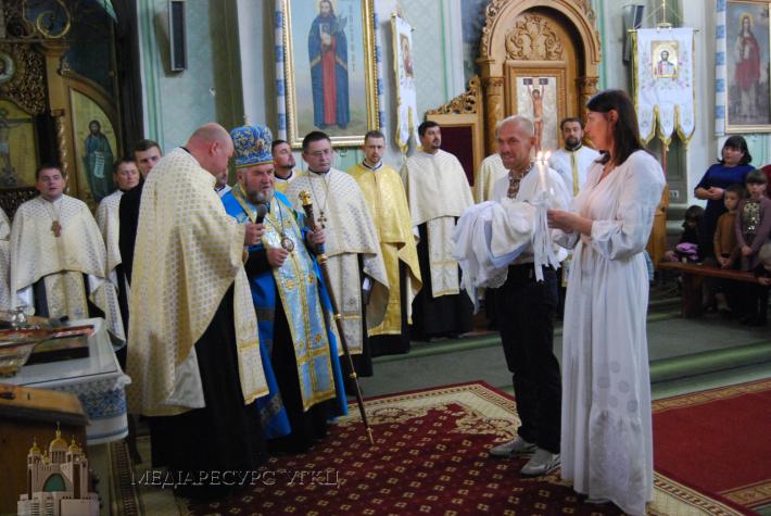 Митрополит Василь Семенюк залишається вірний своїй обіцянці особисто хрестити п'яту дитину в сім'ї