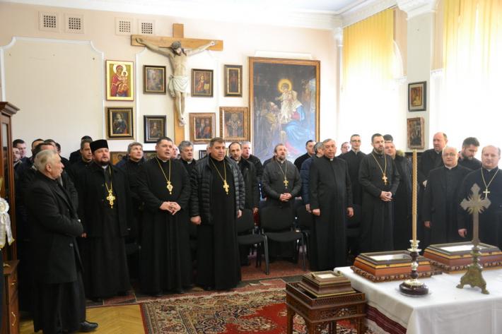 Священики Коломийської єпархії колядували у владики Василія Івасюка