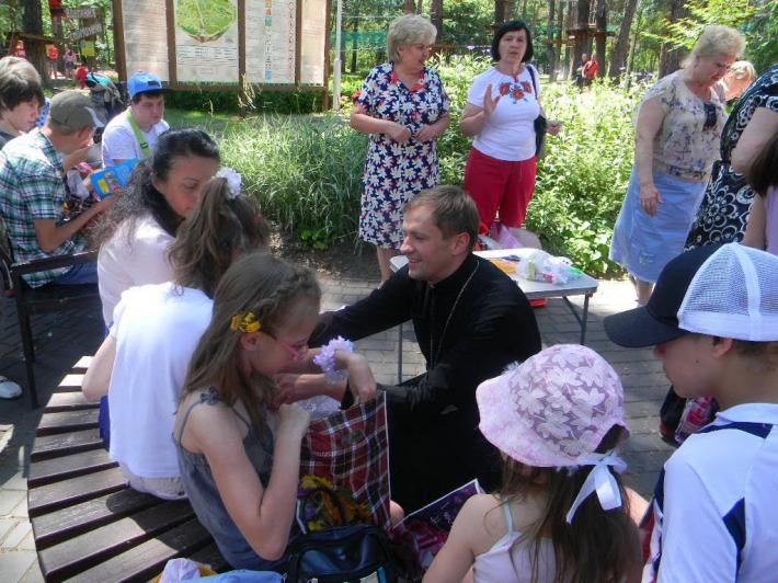У Дарницькому районі Києва громада УГКЦ взяла участь у відкритті літнього читального майданчика