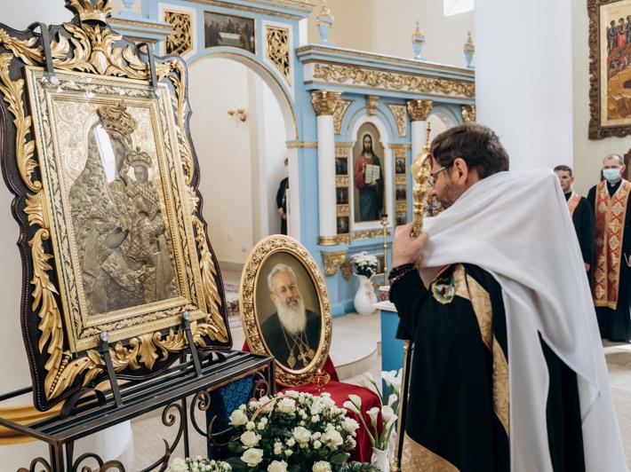 Блаженніший Святослав помолився за упокій свого попередника перед іконою, яка «пам