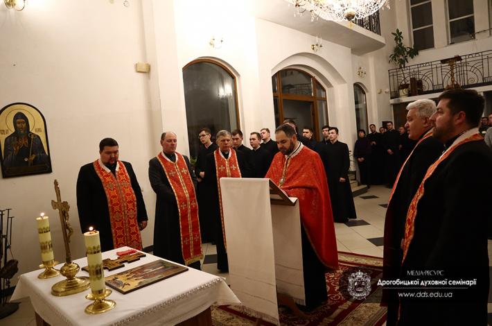 «Господи, хіба б їх жертва не була марною», – владика Григорій Комар під час віча-реквієму в Дрогобицькій духовній семінарії