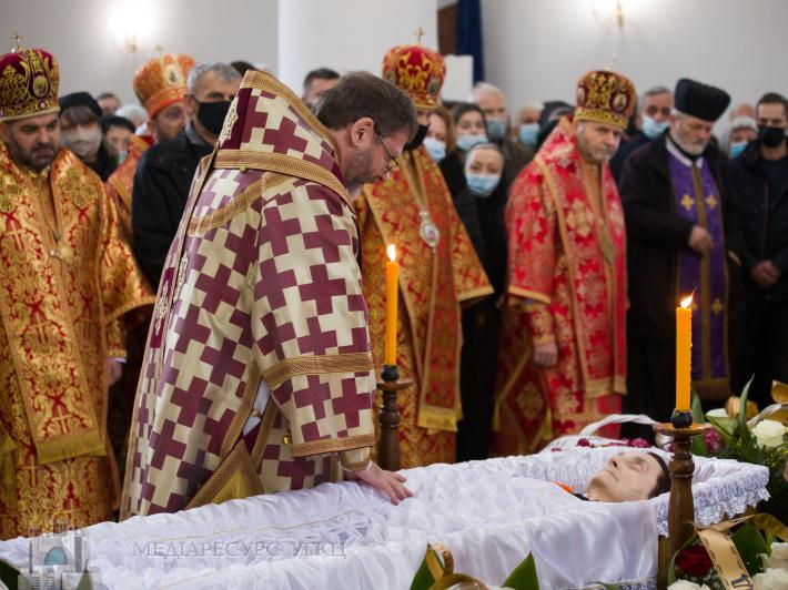 Блаженніший Святослав на похороні своєї мами Віри: «Хочу, щоб мій біль перетворився на проповідь християнської віри у воскреслого Христа»