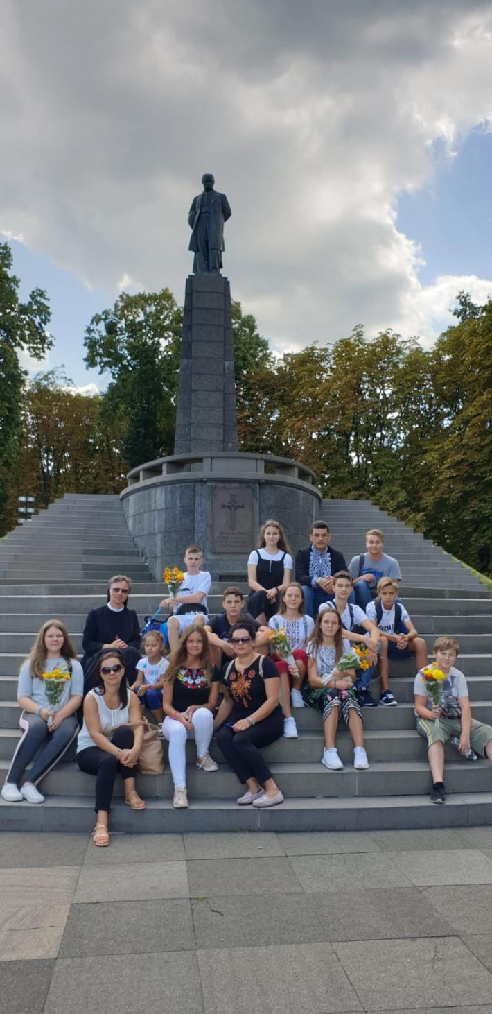 Учні української школи Пресвятої родини в Помпеях відвідали історичні місця в Києві