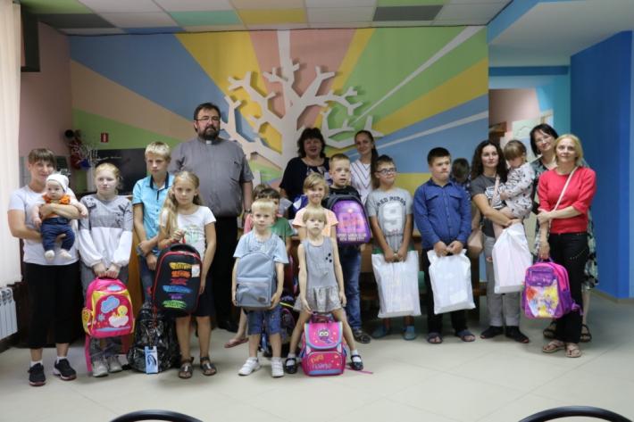 У Житомирі греко-католики провели благодійну акцію «Шкільний портфелик»