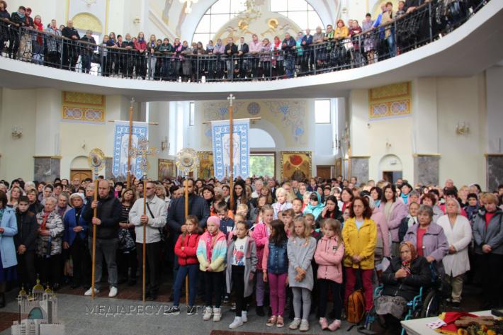Тисячі освітян взяли участь у спільній молитві в Зарваниці