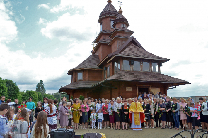 Матерів парафіяльної спільноти Вознесіння Господнього, що в Дубні, вітали віршами, піснями і трояндами