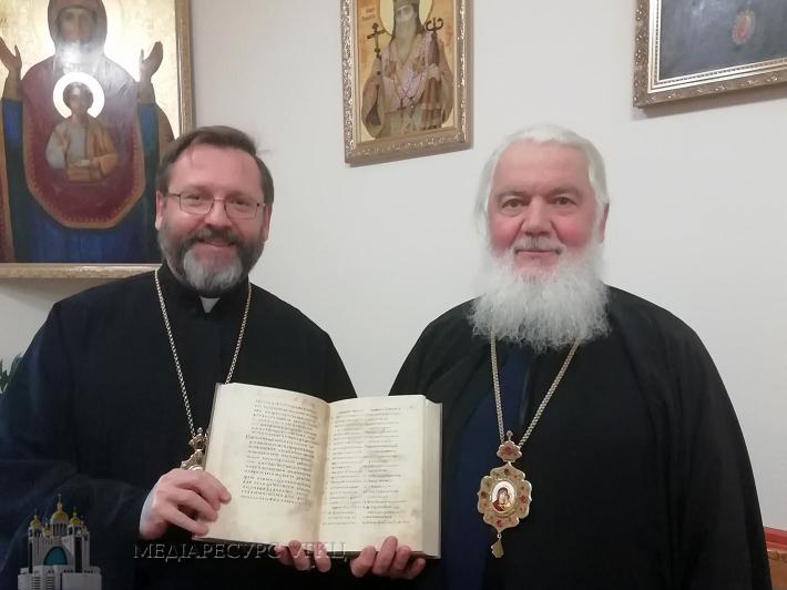Блаженніший Святослав подарував Галицьке Євангеліє Митрополиту Макарієві