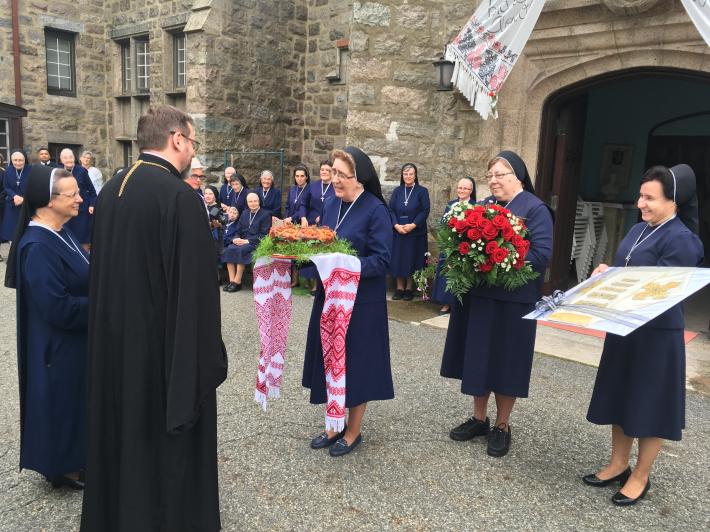 Глава УГКЦ здійснив візит до сестер служебниць у Слотсбурзі та відвідав будинок для людей похилого віку