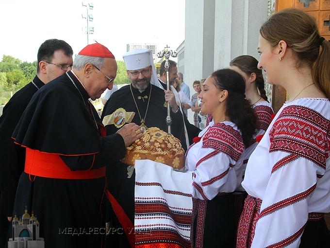 Кардинал Леонардо Сандрі подарував медаль Року Божого милосердя Блаженнішому Святославу та уділив папське благословення УГКЦ