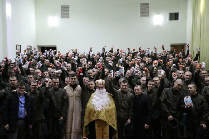 Львівські семінаристи привітали із святом Миколая військових