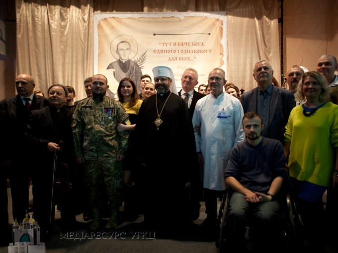 Глава УГКЦ у Дніпрі вручив Відзнаки блаженного священномученика Омеляна Ковча цьогорічним лауреатам