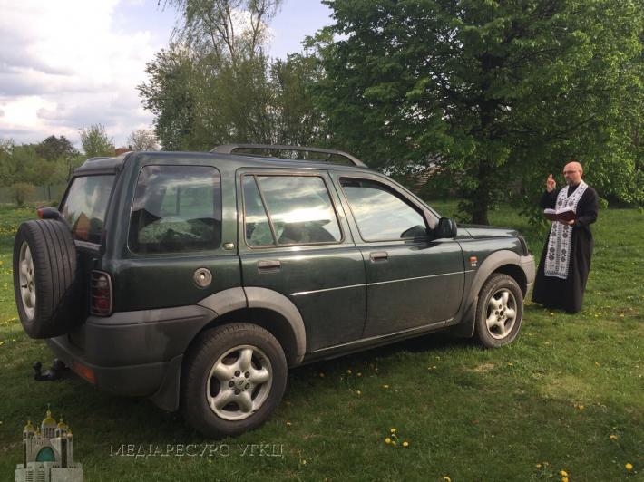 Жертводавці зі Стрийської єпархії передали українським військовим чотири автомобілі