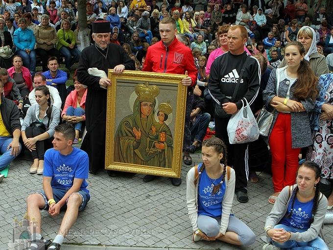 Глава УГКЦ під час зустрічі з молоддю в Зарваниці: «Українська молодь сьогодні вмирає за Україну»