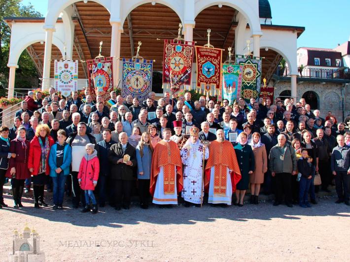 Пасічники зі всієї України вперше молилися разом у Зарваниці
