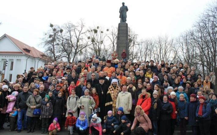 У Каневі започаткували Всеукраїнську акцію «Паростки єднання»