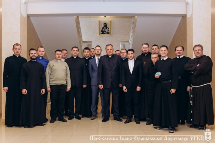 Оголошується добір на ліценціатське навчання з канонічного права в Івано-Франківську