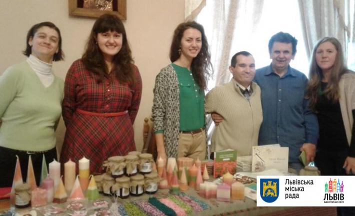 У Львові відбулася благодійна виставка робіт учасників ГО «Лярш-Ковчег»