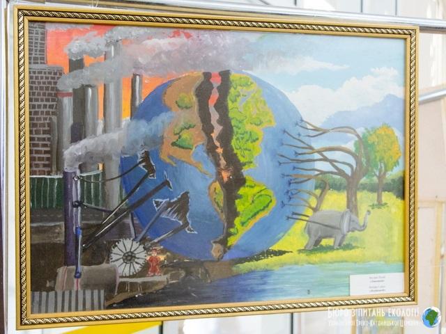 У Дніпровській міській раді відкрилася виставка малюнків, присвячених проблемам екології