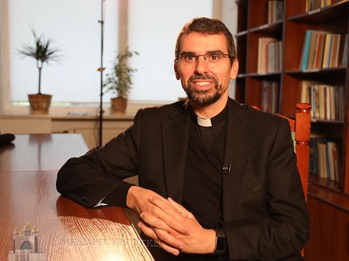 Вікарій для греко-католиків Іспанії захоплений релігійністю українців