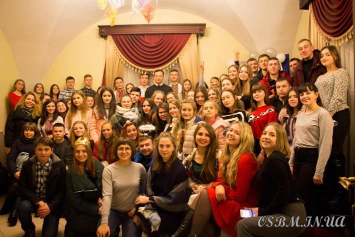 «Різдво об'єднує серця»: молодіжна коляда пройшла у Червонограді
