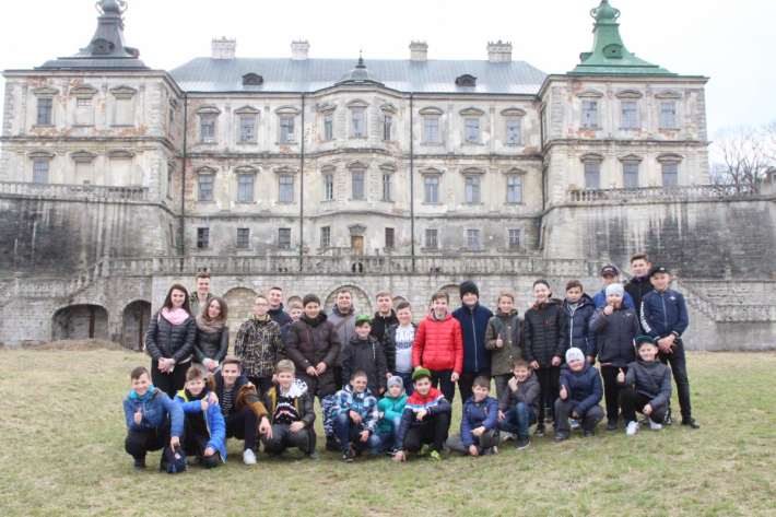 Вівтарна дружина з Луцька подорожувала замками і монастирями Рівненщини і Львівщини