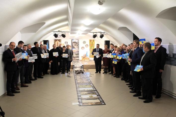 Українці в Угорщині вшанували Небесну сотню