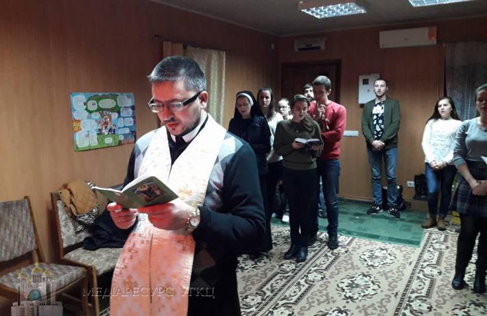 Без сну, але з молитвою. У Полтаві греко-католицька молодь провела традиційні нічні чування