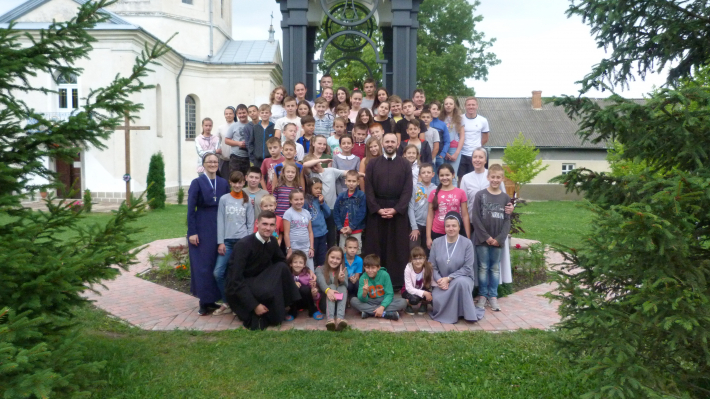 Літній християнський табір для дітей «Міст надії» в Улашківцях