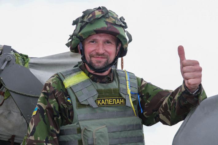 «Бути Українцем — це… ділитися з іншими Божим світлом!» – військовий капелан о. Тарас Коцюба